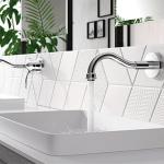 Witte badkamer met wastafelkranen van Tres kranen