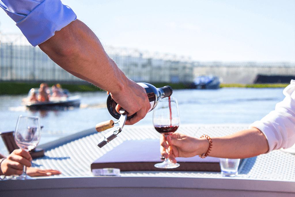 Wijnproeverij op het water GrapeWine cadeau tip Moederdag MindandBeauty.nl