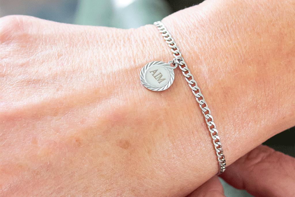 Moederdag cadeau tip inspiratie Finaste sieraden gepersonaliseerd armbandje MindandBeauty.nl