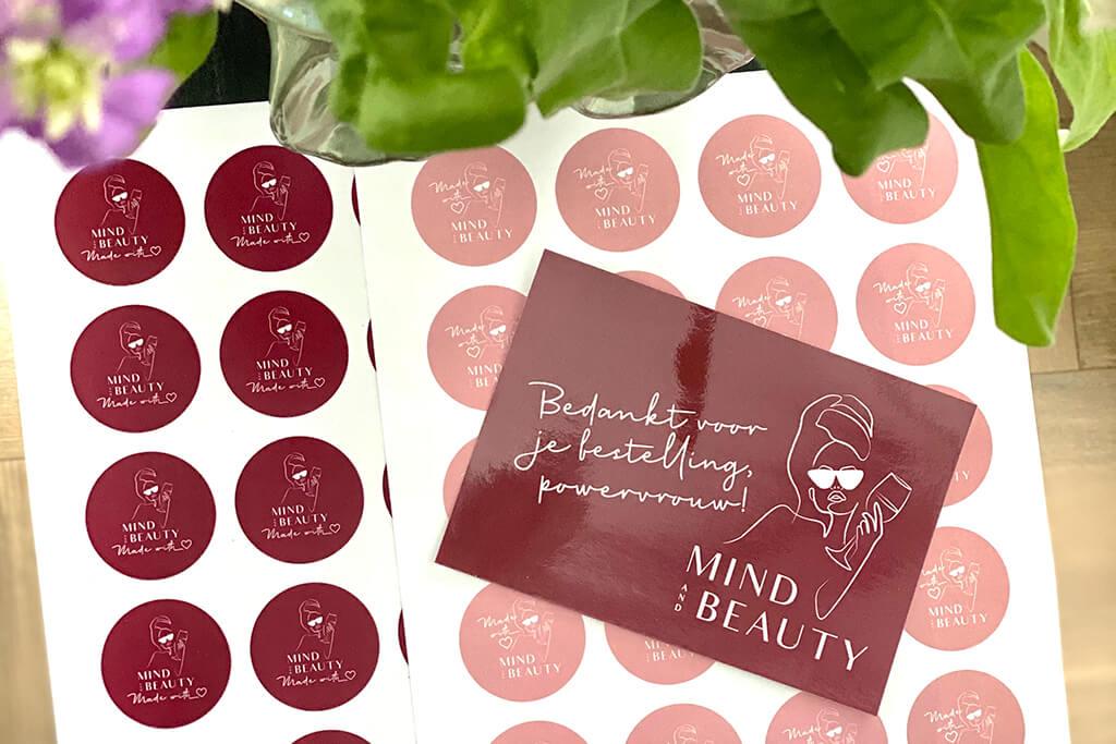 Branded drukwerk webshop MindandBeauty.nl ronde stickers en kaartje